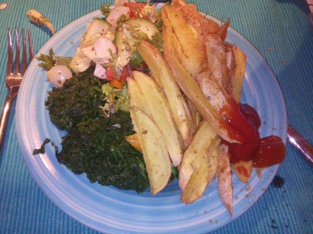 ovenfrietjes-met-spinazie-en-ketchup